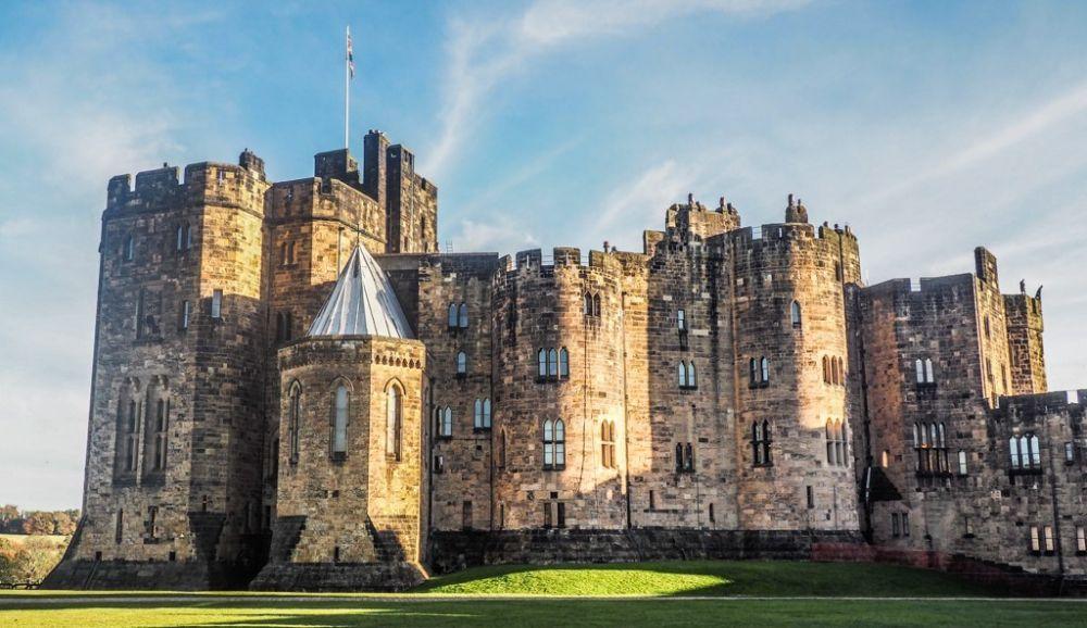 Megah dengan Aura Mistis, Destinasi Kastil Terbaik di Inggris